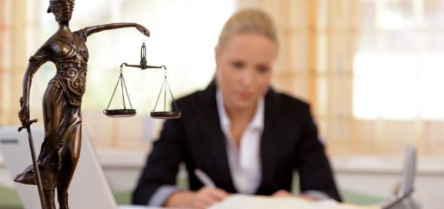 conheca-as-melhores-opcoes-de-carreira-para-um-advogado-recemformado-720x340